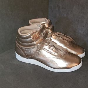 Reebok Classic - Rose Gold Size 7 Sneakers